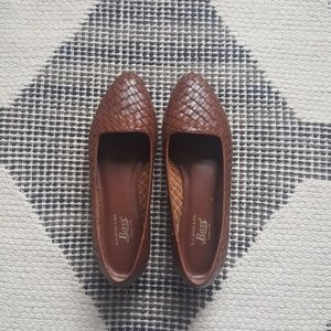 G.H Bass & Co brown leather loafers